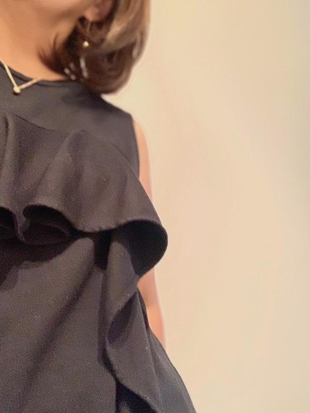PLST ブラックコーデ 黒トップス ティファニー Tiffany