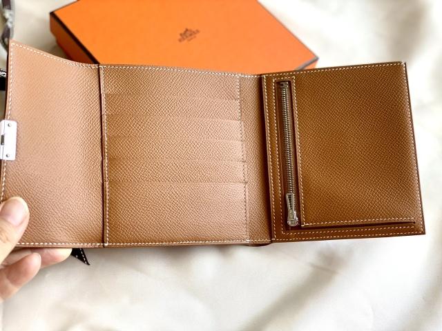 現金派の私も、ついにコンパクト財布にチェンジしました。_1_3