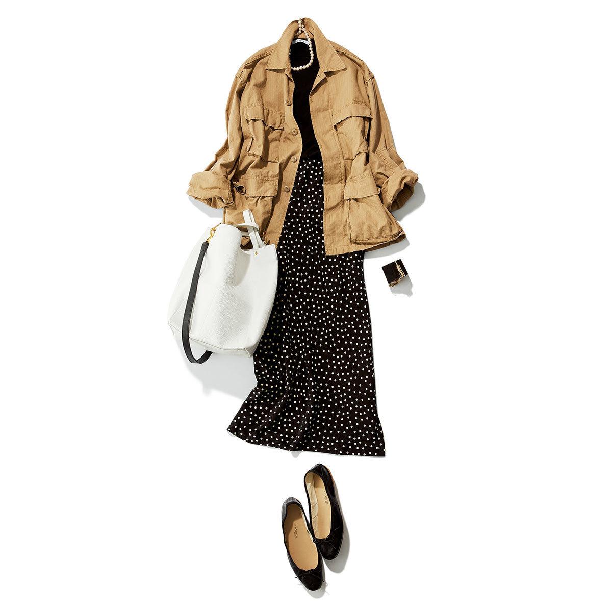 ミリタリージャケット×ドット柄のスカートコーデ