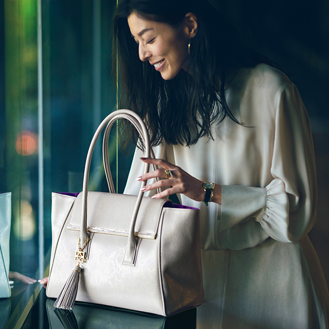 働く女性にうれしい収納力と軽さが魅力「FUMIKODA」のバッグ