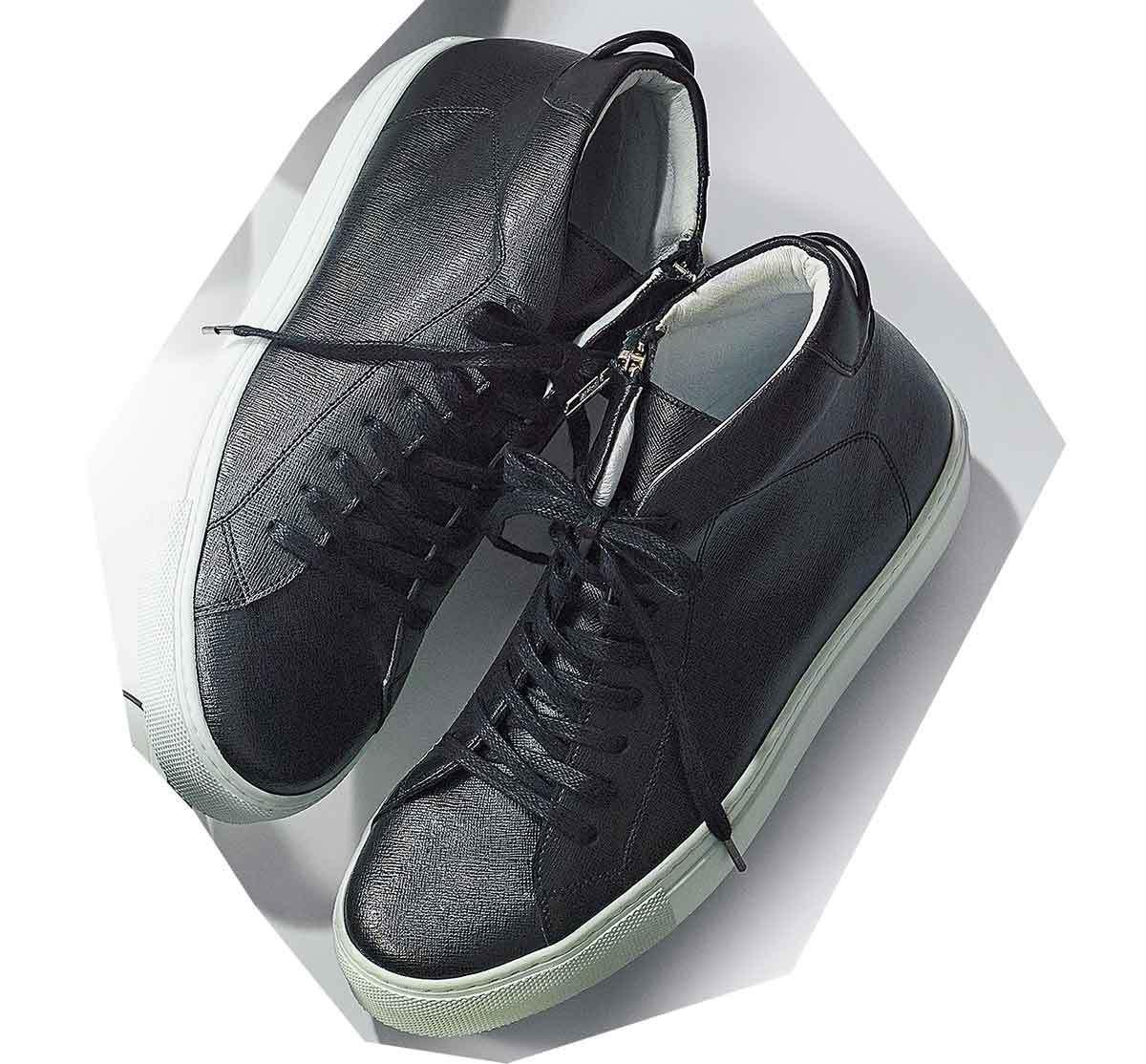 黒スニーカー白ソール_4