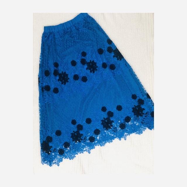 パッと目を引く「ブルー」スカートをオン・オフ着まわし!_1_1