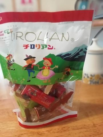福岡のおみやげ チロリアン。ロールクッキーにたっぷりのクリームが入っていて美味しいんです