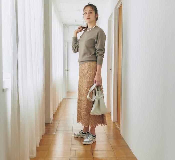 2020年秋冬ファッション ベージュコーデ 竹下玲奈
