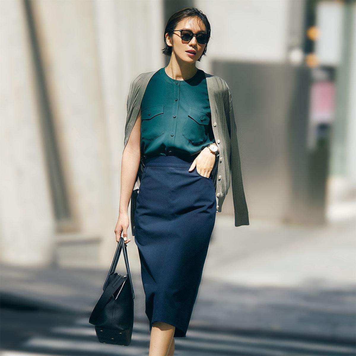 ブラウス×タイトスカート着たモデルの竹内友梨さん