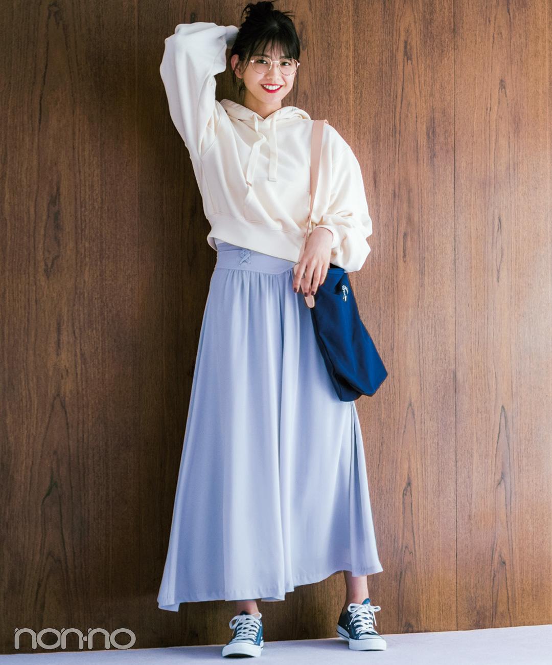 渡邉理佐はきれい色スカーチョをパーカでラフに!【毎日コーデ】