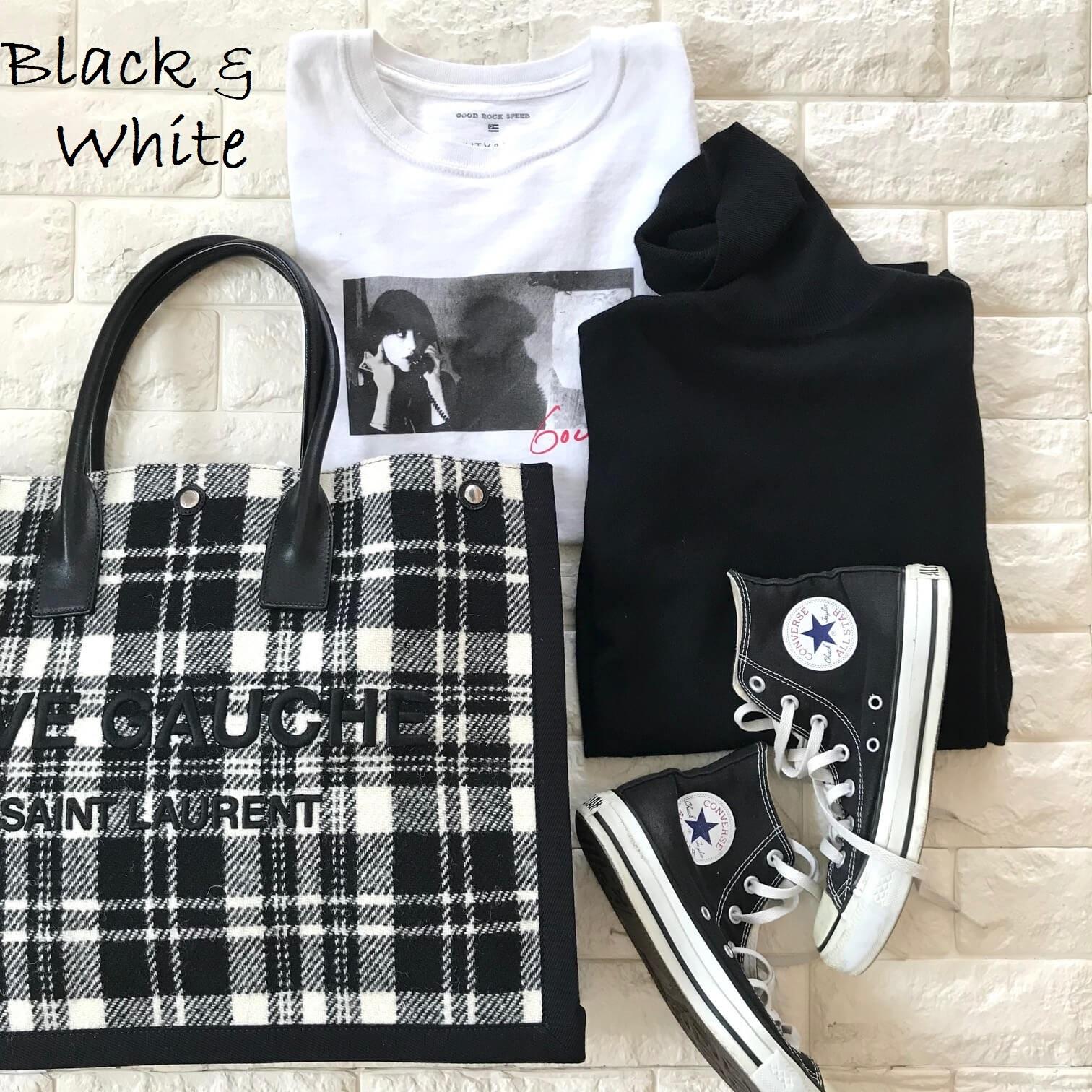 サンローランのバッグと白黒アイテムを合わせた画像