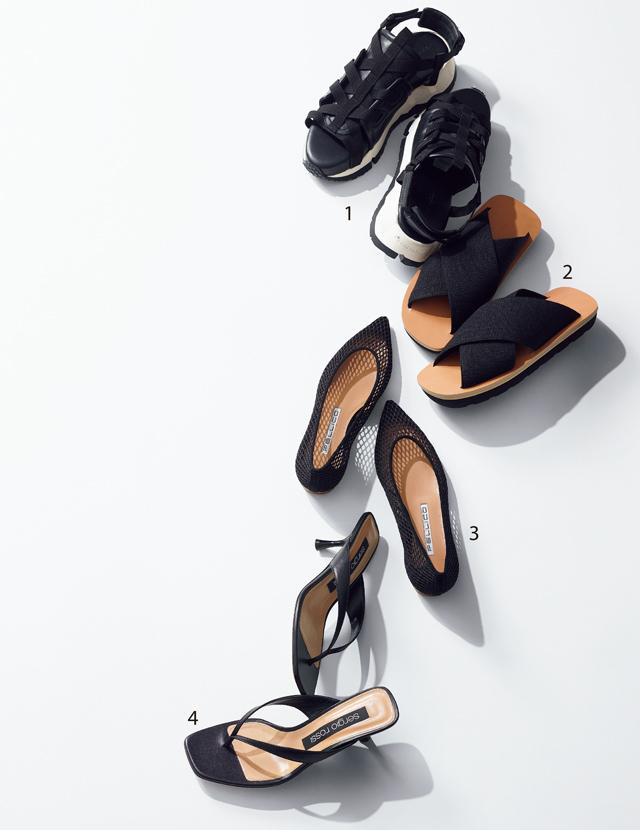 夏の足もとにぴったりな、インパクトや遊び心、新素材の黒の靴
