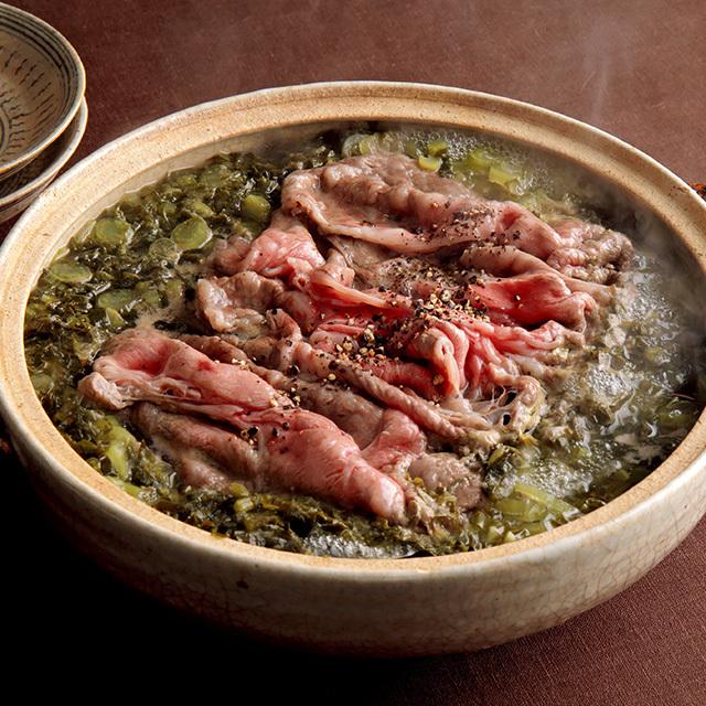 野沢菜の複雑な風味と肉のうま味たっぷりの発酵鍋