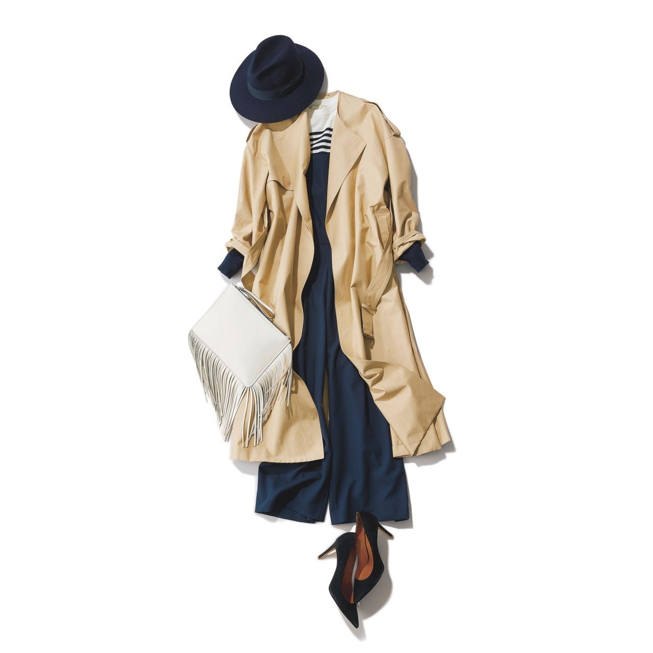 ベージュのトレンチコート×ネイビーのオールインワンファッションコーデ