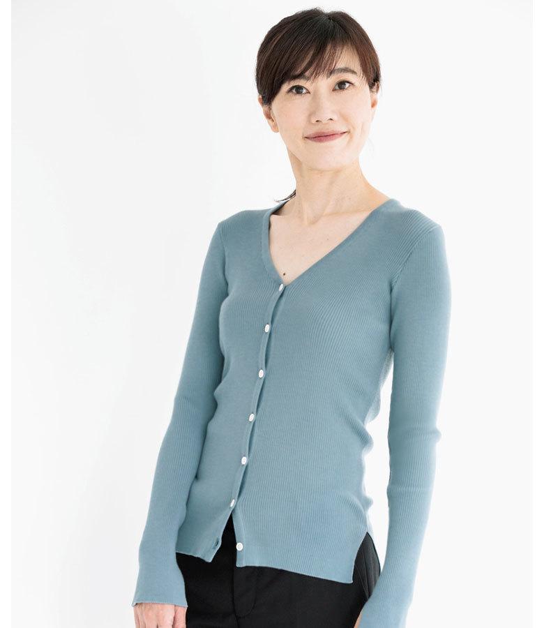 深い襟ぐりや透けが気になるニットの時、インナーは何を着ればいい?_1_1-6