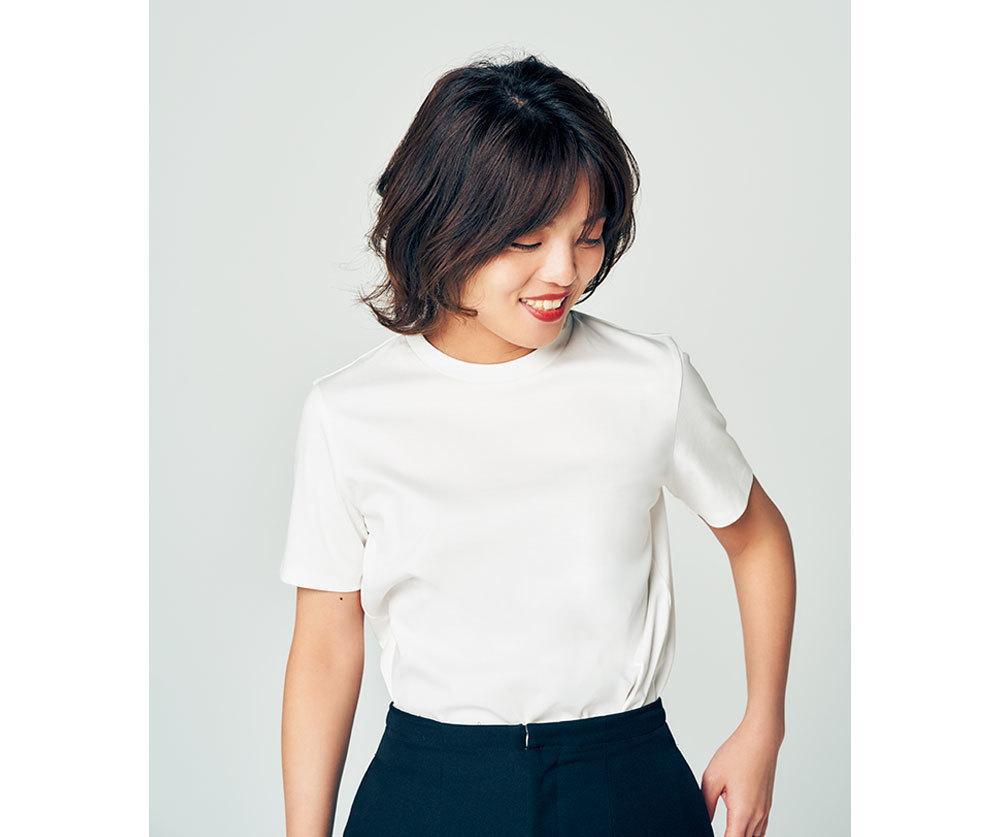 きれいめの白Tシャツ