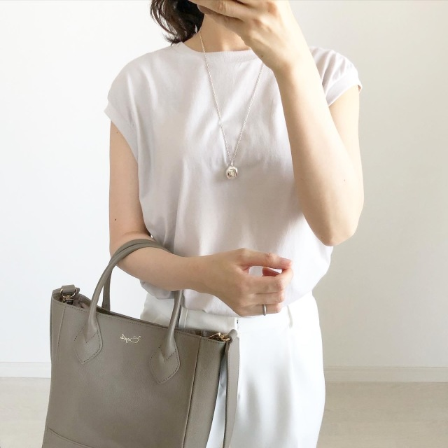 こんなバッグが欲しかった!ニュアンスコーデに合うグレージュバッグ【tomomiyuコーデ】_1_1