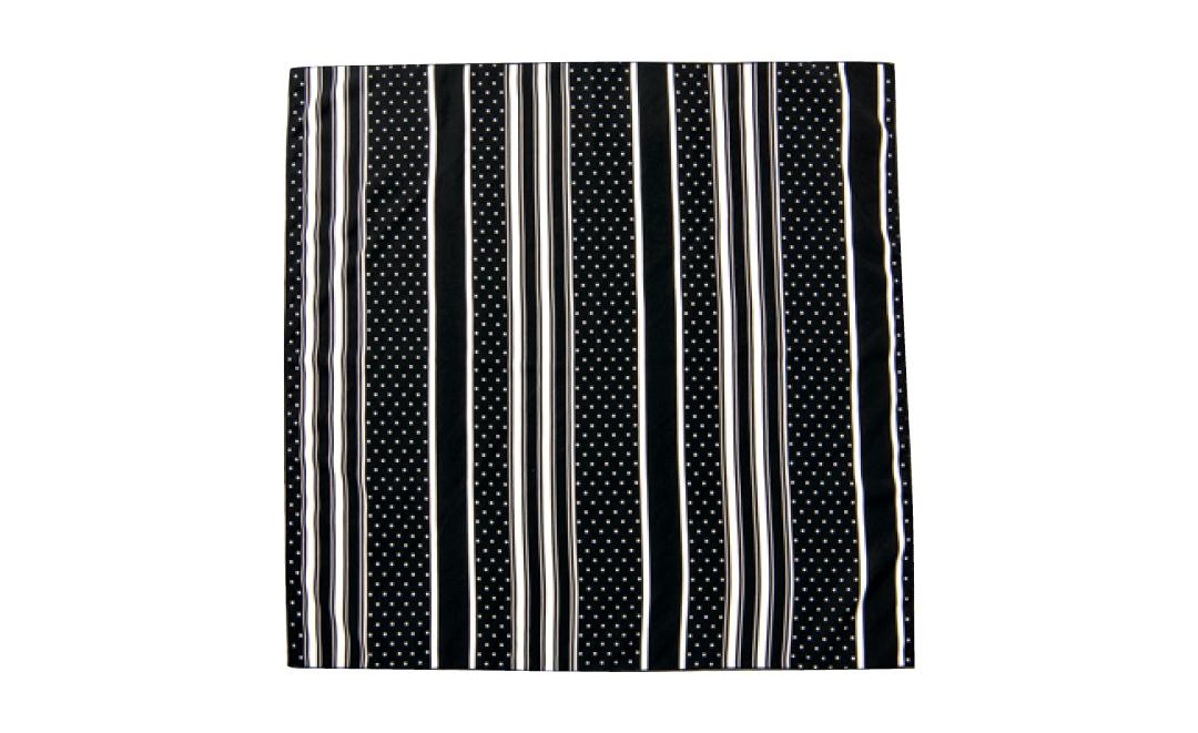 渡邉理佐のトレンド小物★幾何学柄のスカーフ、どう使うとおしゃれ?_1_4