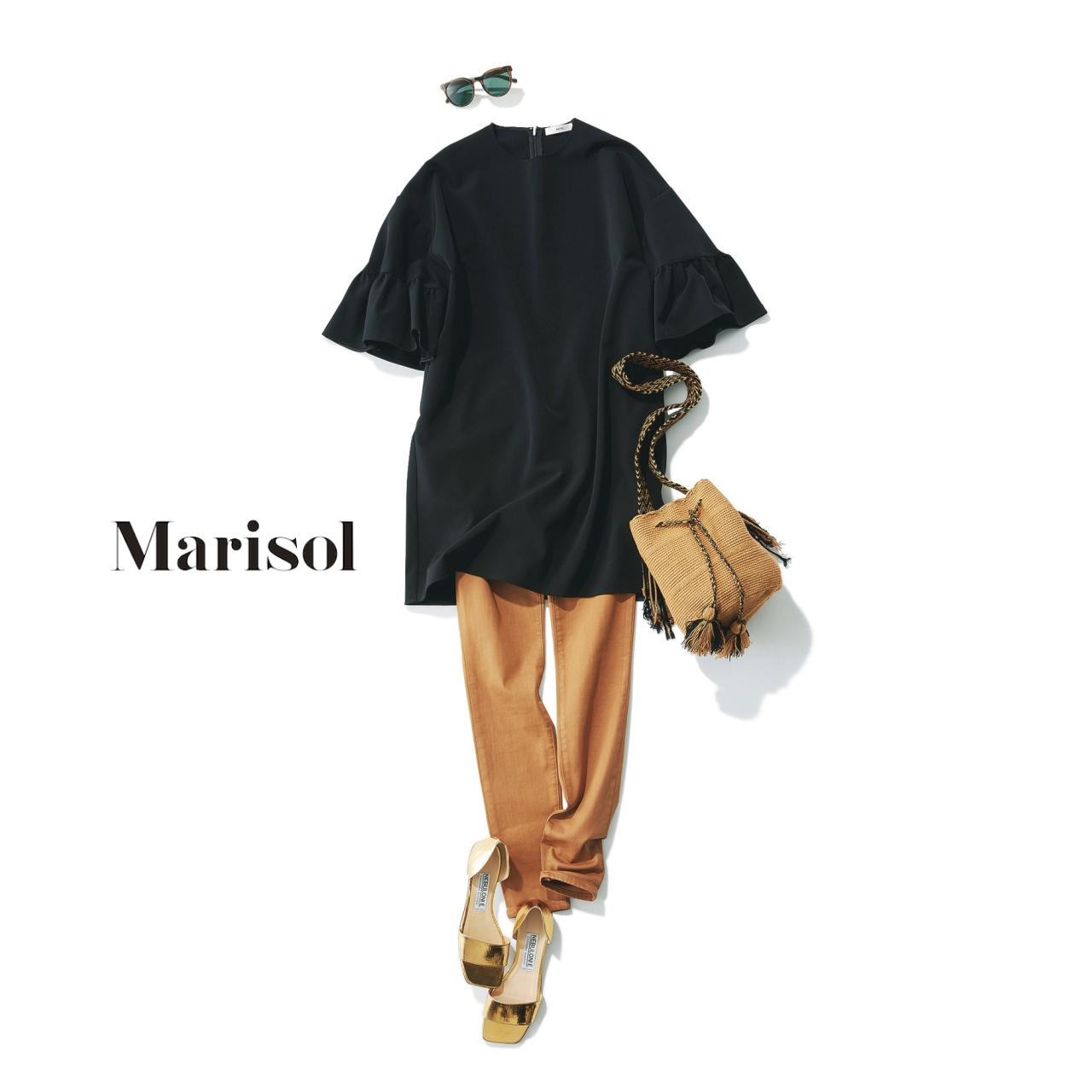 40代ファッション 黒フリルトップス×ブリックカラーパンツコーデ