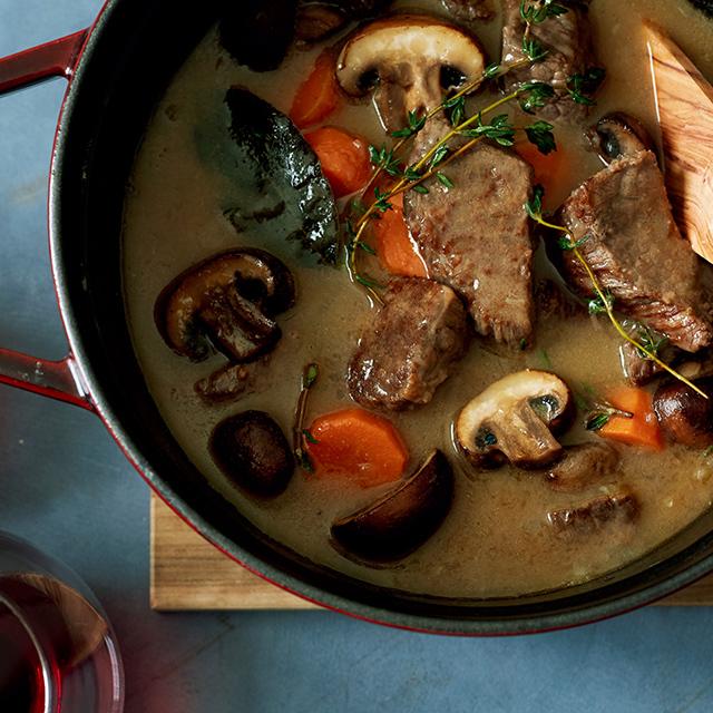 おもてなしにおすすめ「牛肉の白ワイン煮込み」