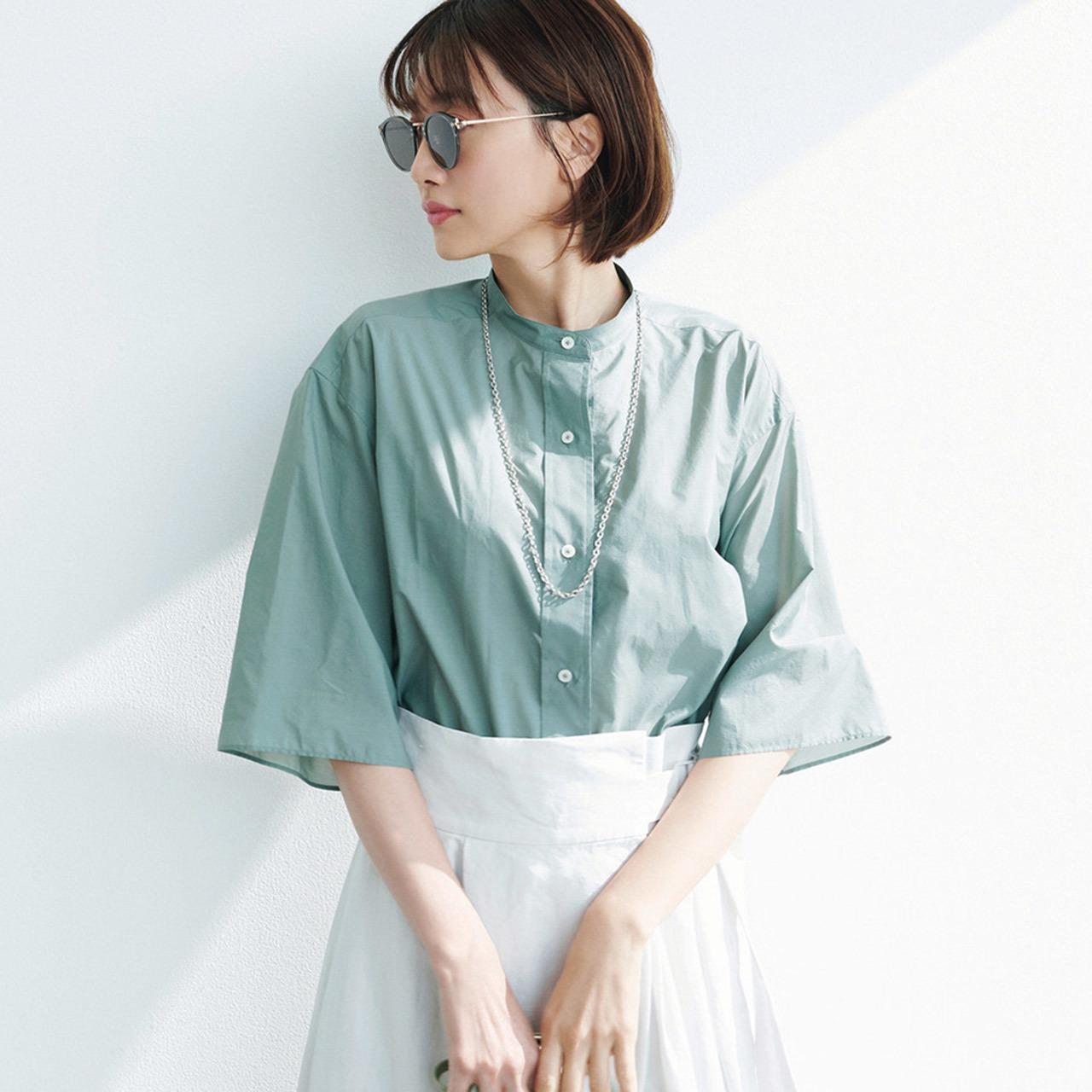 ミントカラーのシャツ×スカートコーデ