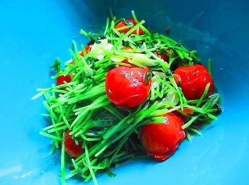 美味しくデトックス!豆苗とミニトマトのオイスターソース炒め_1_1
