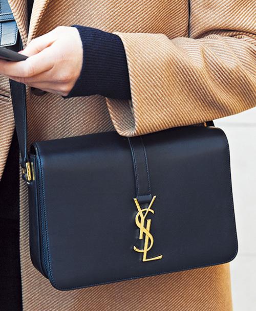 目をひくブランドバッグをファッションのポイントに【ファッションSNAP ミラノ・パリ・NY編】_1_4