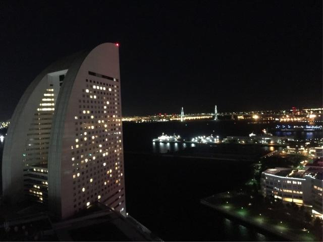 向かいにはお船の形のグランドインターコンチネンタルホテルが。あちらは昨年滞在しました🎶