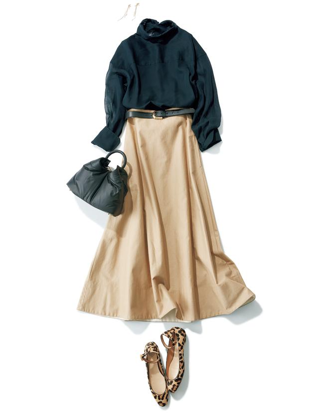 マキシスカートとレオパード柄のフラットシューズのコーデ