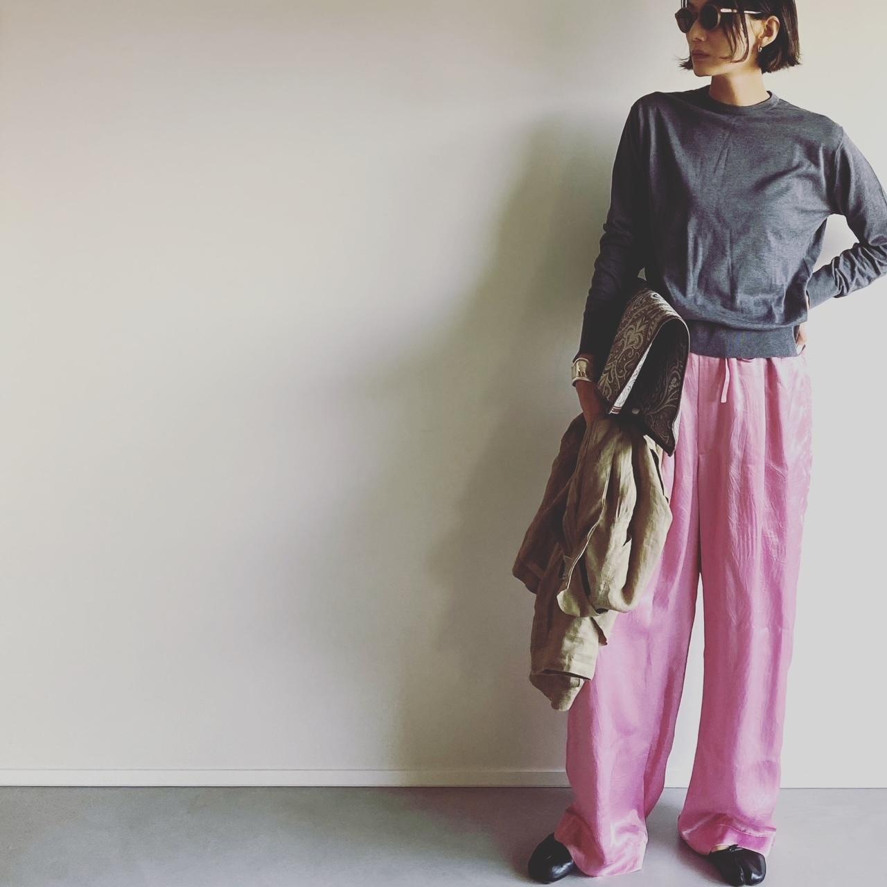 ニット/JOHN SMEDLEY パンツ/INSCRIRE ジャケット/Chaos バッグ/A VACATION 靴/Maison Margiela