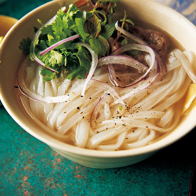 牛肉のうま味たっぷりのスープを利用してフォーに