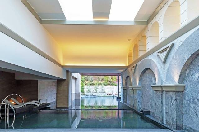 「水路閣」をイメージした半露天風呂