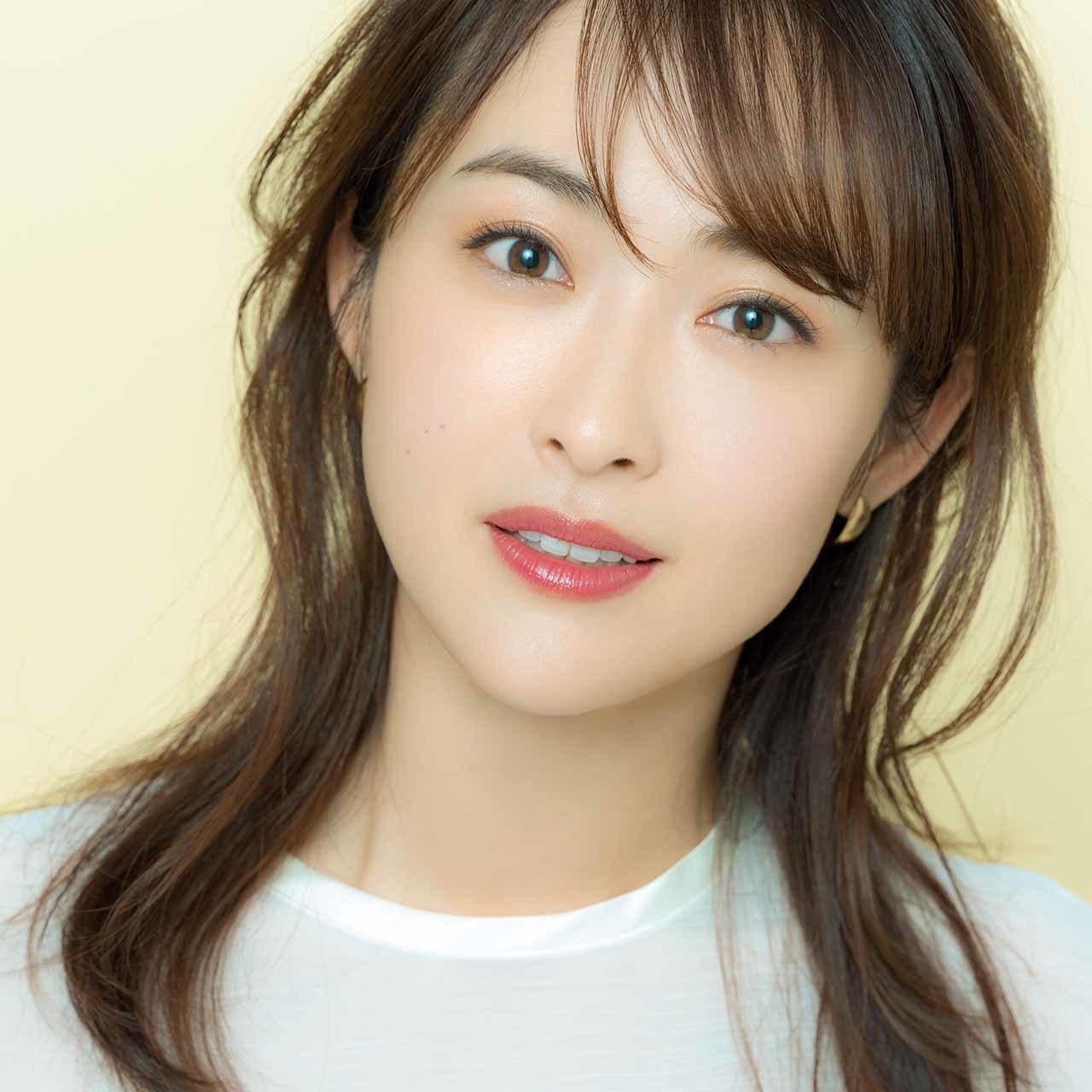 陶器のように端正、凛とした魅力の「きれいめ・セミマット肌」のモデル樋場早紀さん