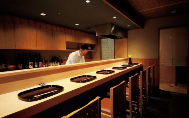 京都北大路にある和食レストラン「悠々」のカウンター