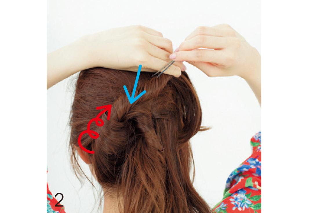 後ろ姿でドキッとさせる! ゆるめの色っぽまとめ髪の作り方_1_3-2