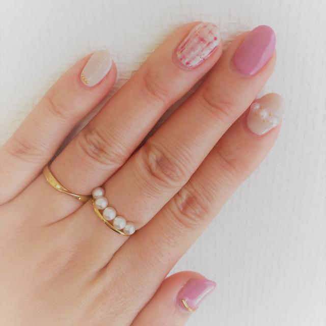 ピンク×白のネイルアート
