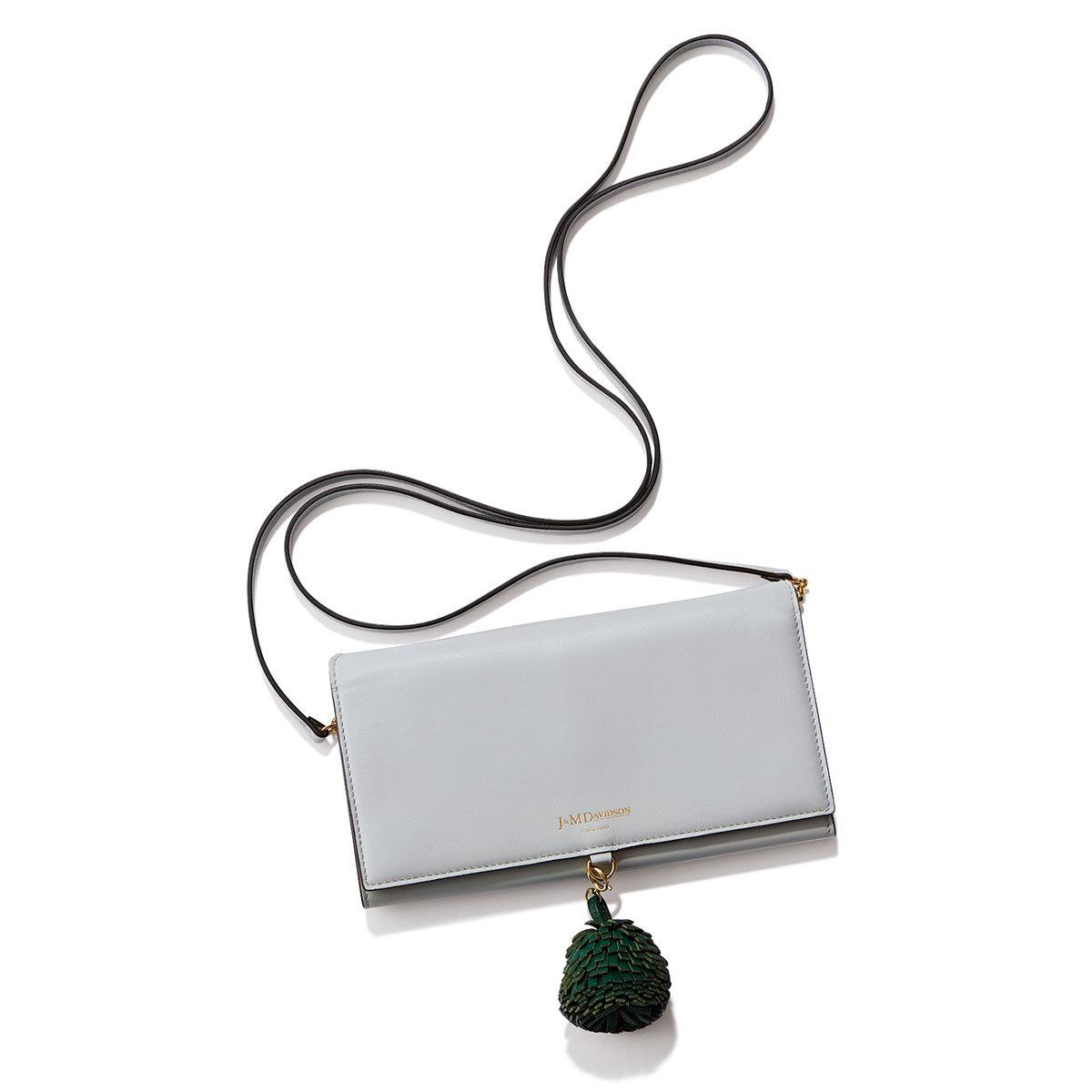 40代ファッション旅アイテム__J&M DAVIDSONの財布はショルダー