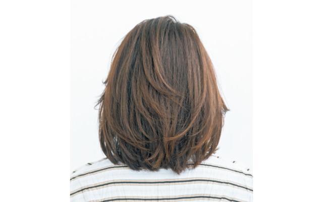 前髪の外ハネと丸みフォルムでリフトアップしたボブのバック