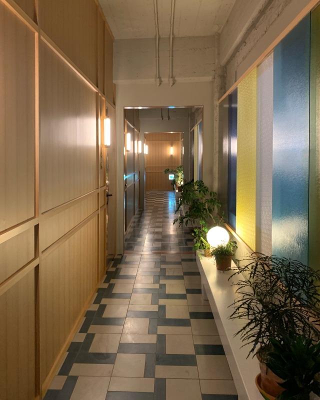 今年兜町にオープンしたデザインホテルK5。圧巻なまでのスタイリッシュな内装は必見の価値ありです!_1_2