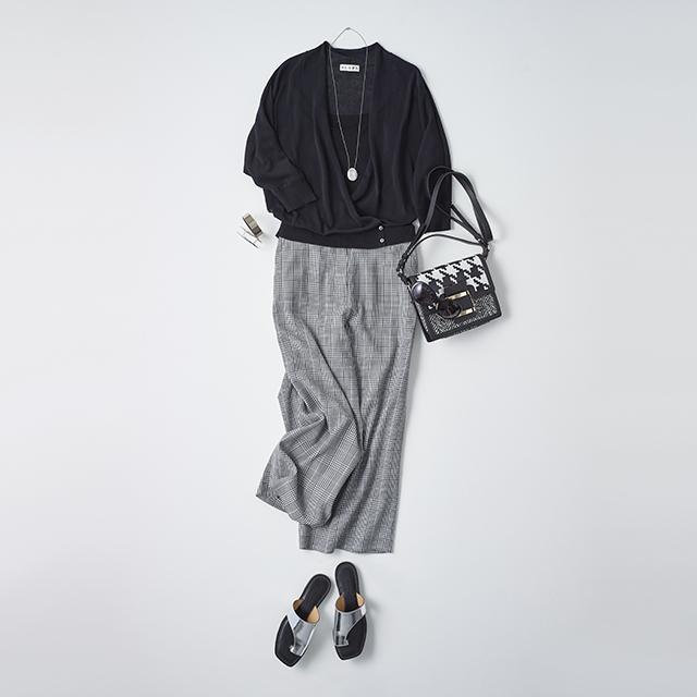 <パンツを着回し> さりげない抜け感が女らしさを演出。 モノトーンで洗練カジュアルに