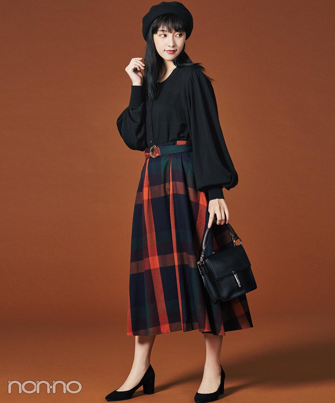 【マドラスチェックコーデ】山田愛奈は、大柄が目を引くスカートを黒でまとめて大人に