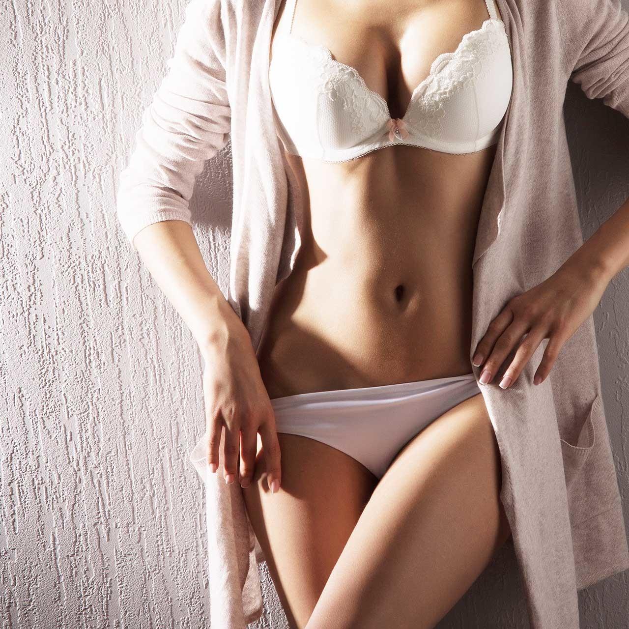 セクシーな下着姿の女性