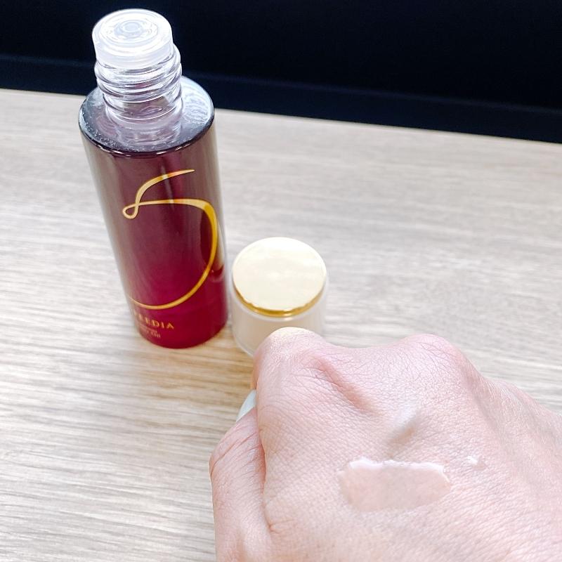 オーストリッチオイルが入ったスピーディアのグラマラスブースターオイルは軽いテクスチャー