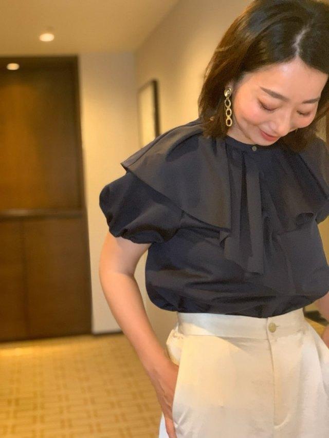 大人のビッグカラーシャツは、取り入れやすいネイビーで。_1_2