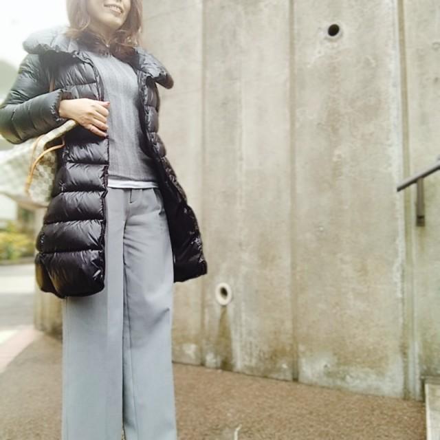 黒ダウンコートの中はグレーワントーンが、しっくりきます☆_1_1-2