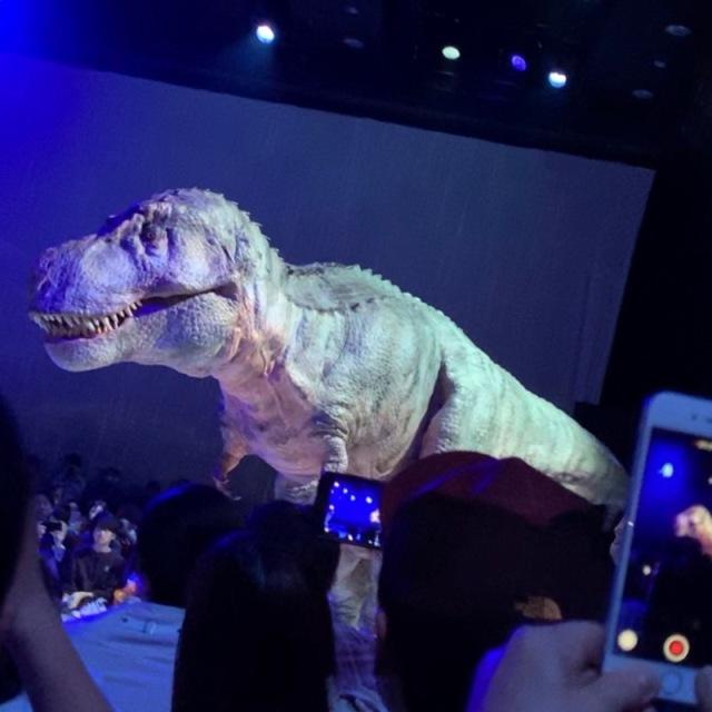 渋谷の中心でティラノサウルスに襲われる_1_6