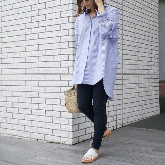 ブルーのストライプシャツで初夏の爽やかワンマイルコーデ_1_3