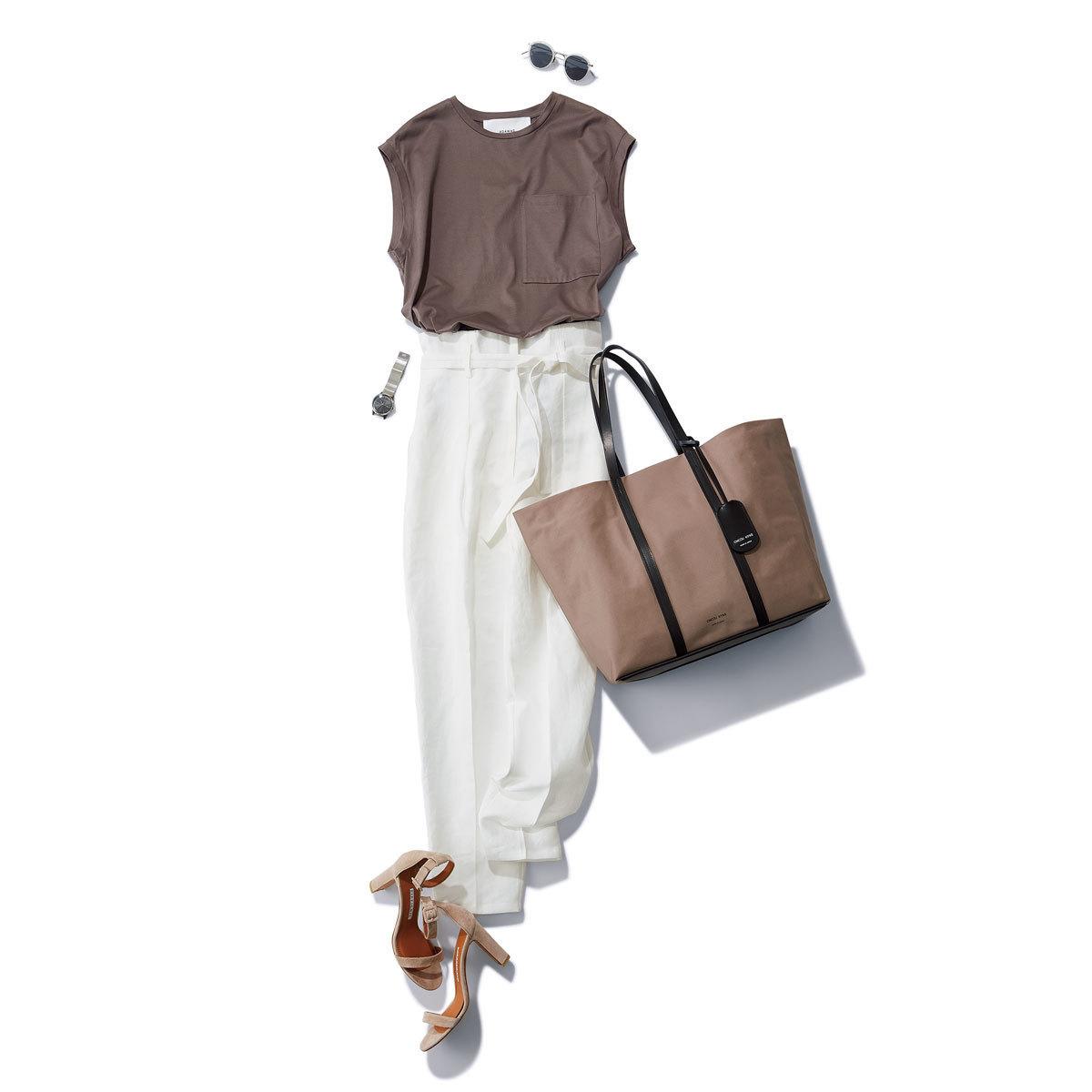 ■グレージュのTシャツ×白のハイウエストパンツコーデ