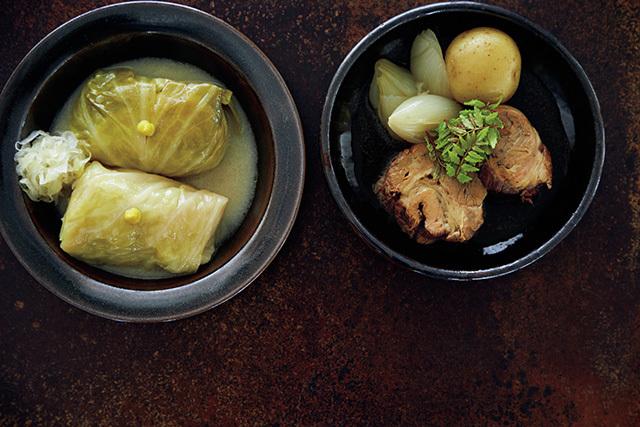 鴨そぼろとフォアグラのロールキャベツ、 牛肉の煮込み