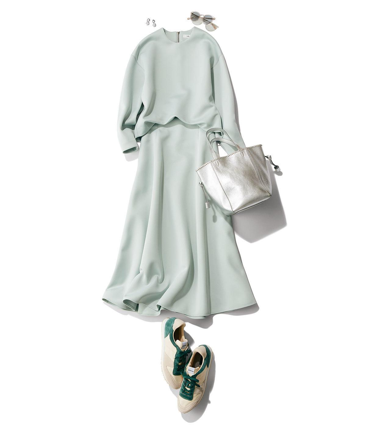 ミントグリーンのブラウス&スカートのセットアップ