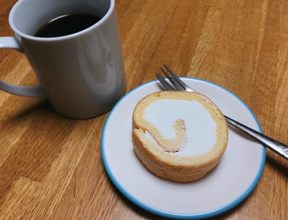 ロールケーキと紅茶