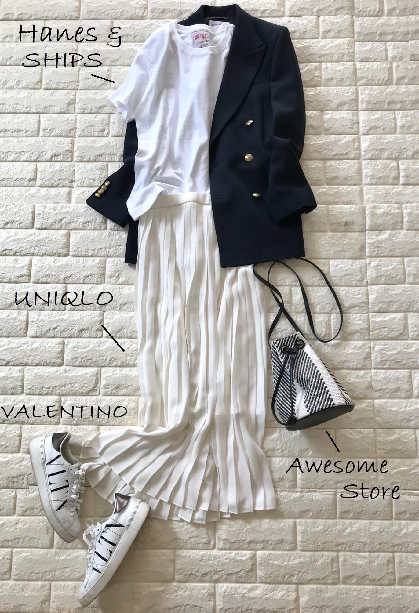 4day:ネイビージャケット×ホワイトのプリーツスカートコーデ
