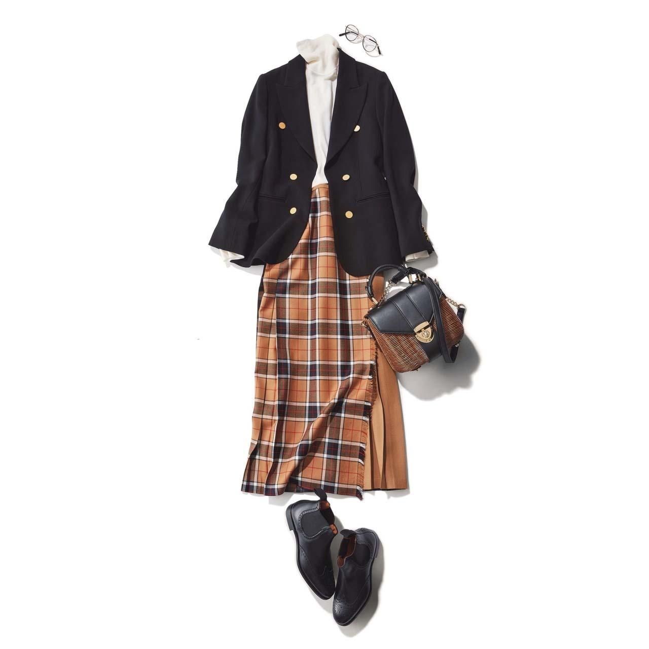 ジャケット×チェック柄スカート×黒のショートブーツコーデ