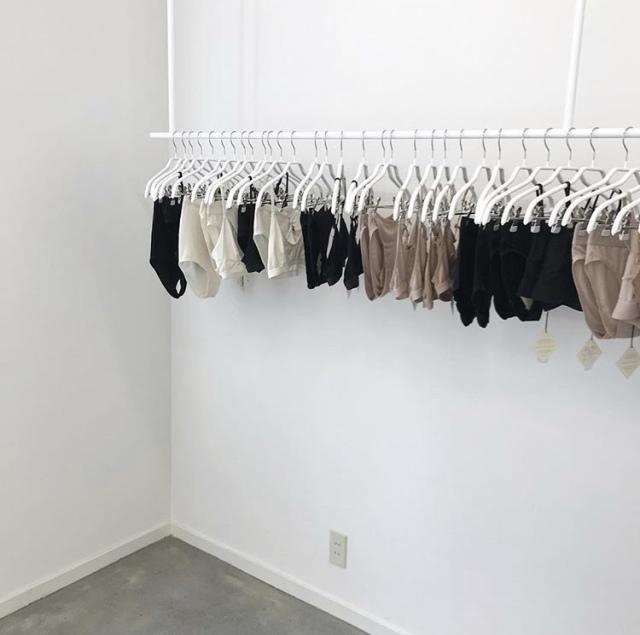 ブランドのコンセプトに共感できる服を着る【40代 私のクローゼット】_1_1-1